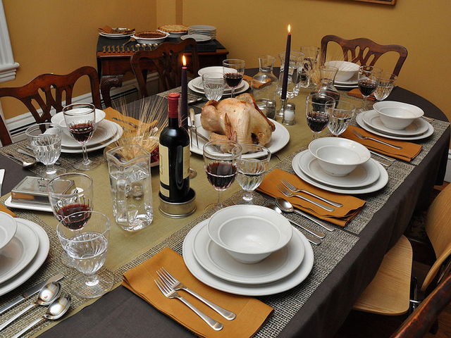 Ideas for decorating your thanksgiving dinner table for Ideas table decorations thanksgiving dinner