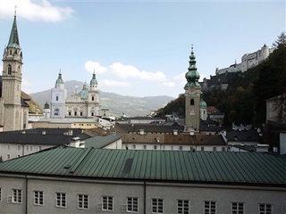 US toddler takes midnight tour of Austria