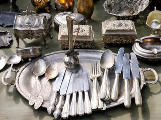 How to find the market value of an antique