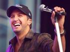 Luke Bryan will sing Super Bowl national anthem
