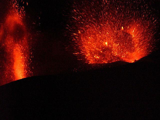 Tourists narrowly escape as Mount Etna spews molten rocks