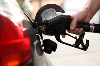 Average daily gas prices drop by 8 cents